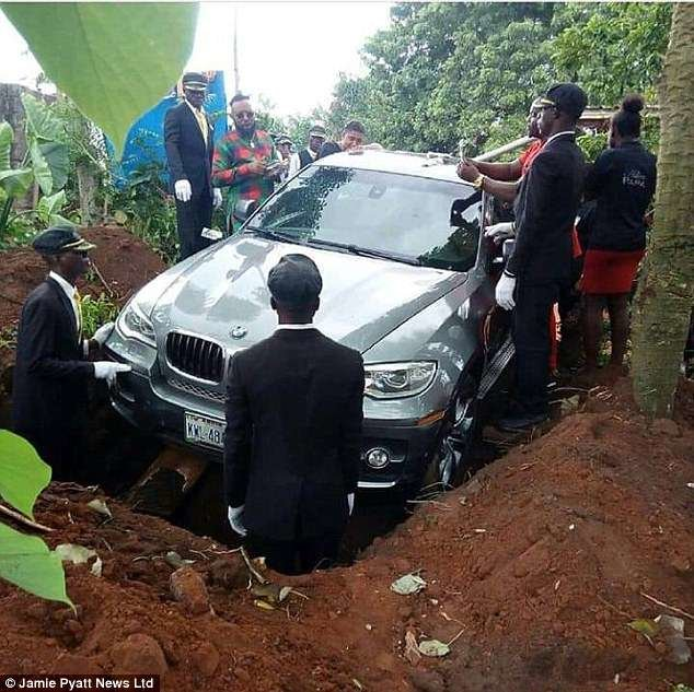 ماشین گرانقیمت، تابوت پدر نیجریهای شد!