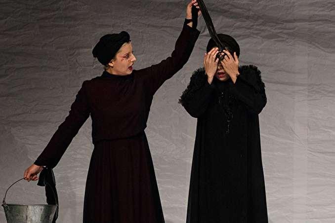 امروز به روایت تصویر// تمرین تیمملی در در کمپ لوکوموتیو، نمایش «لولیتا» و ...