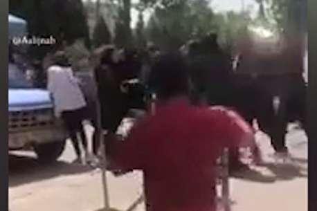 (ویدئو) قمهکشی دختران دبیرستانی در خیابان!