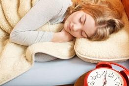 خوابیدن در تعطیلات آخر هفته عمر را زیاد میکند