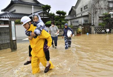 (تصاویر) ژاپنیها پس از سیل و رانش مرگبار زمین