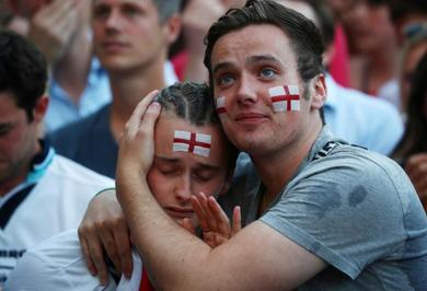 (تصاویر) اشک و حسرت انگلیسیها پس از باخت تیمشان