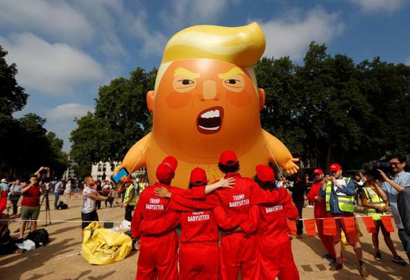 (تصاویر) بادکنک ترامپ کودک و عصبانی در آسمان لندن!