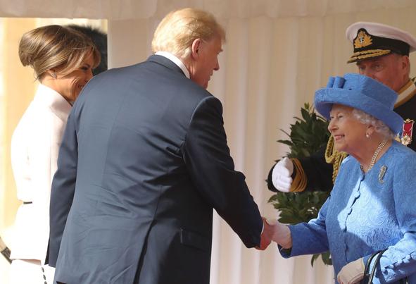 (تصاویر) ملکه 92 ساله انگلیس و 13 رئیسجمهور آمریکا!