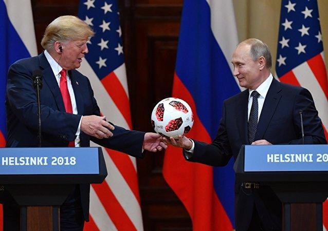 (تصویر) پوتین به ترامپ توپ داد