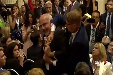(ویدئو) اخراج یک خبرنگار در نشست پوتین و ترامپ!