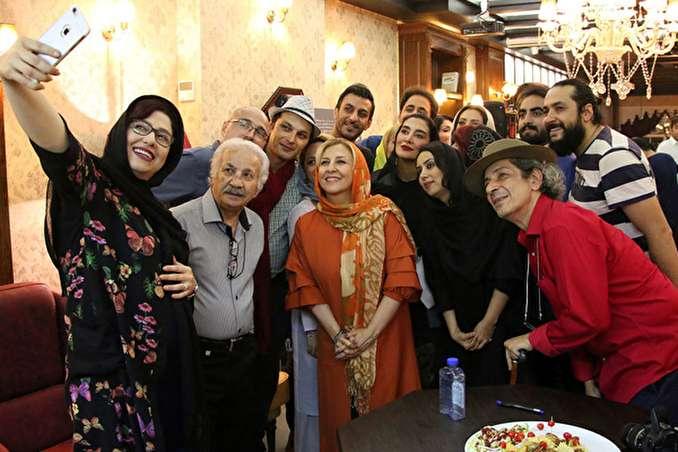 امروز به روایت تصویر// روحانی در خانه یک جانبازان، تمرین تیمملی فوتبال بانوان و ...