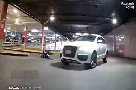 (ویدئو) لحظه تصادف دوچرخه سوار با خودرو