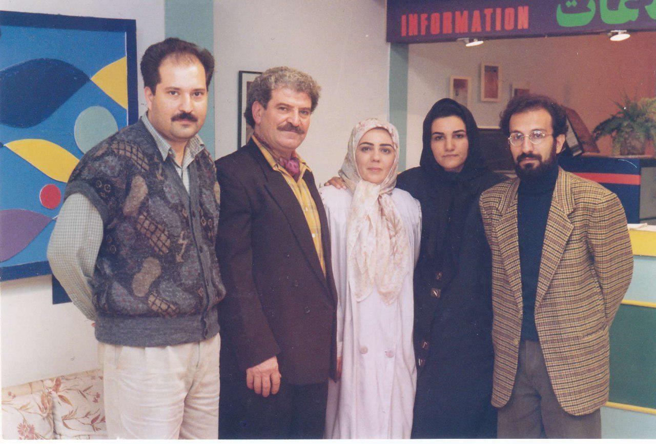 عکسی دیده نشده از اصغر فرهادی پشت صحنه یک سریال قدیمی