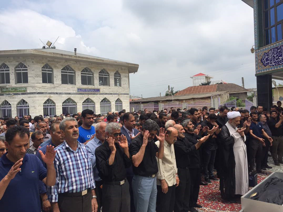 (تصاویر) مراسم خاکسپاری پدر فرهاد مجیدی در قاضی کلا
