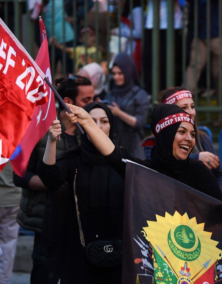 (تصاویر) شادی مردم ترکیه پس از پیروزی اردوغان