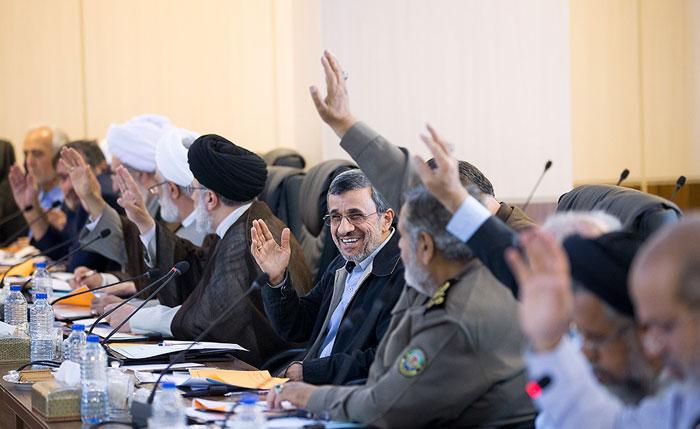 احمدینژاد از شوک خارج شد