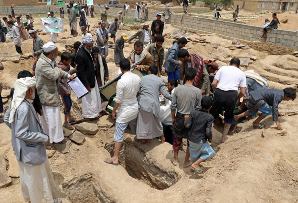 (تصاویر) مراسم تشییع جنازه کودکان یمنی