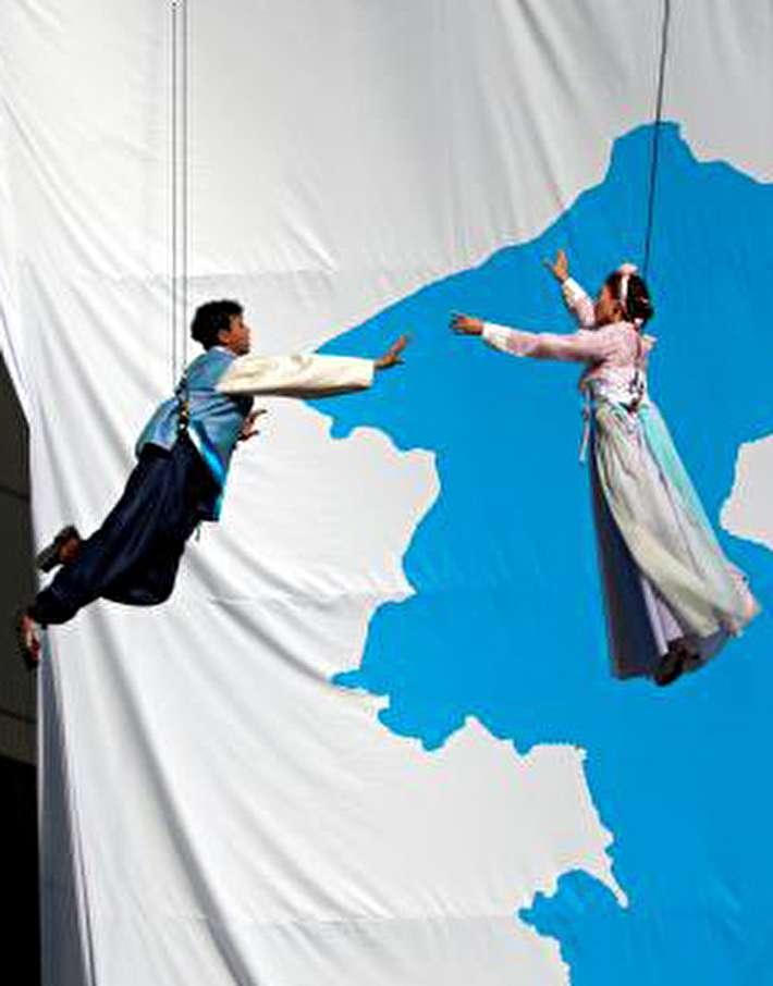 (تصاویر) پرچم اتحاد در بازی دوستانه کارگران دو کره