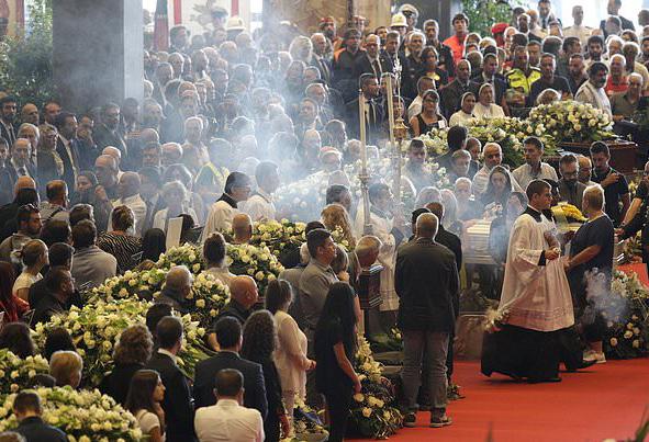 (تصاویر) خاکسپاری قربانیان سقوط پل در ایتالیا