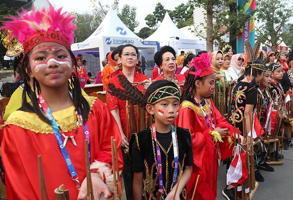(تصاویر) پوشش زنان در افتتاحیه بازی های جاکارتا ۲۰۱۸