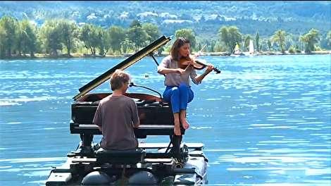 (ویدئو) اجرای کنسرت بر روی دریاچه