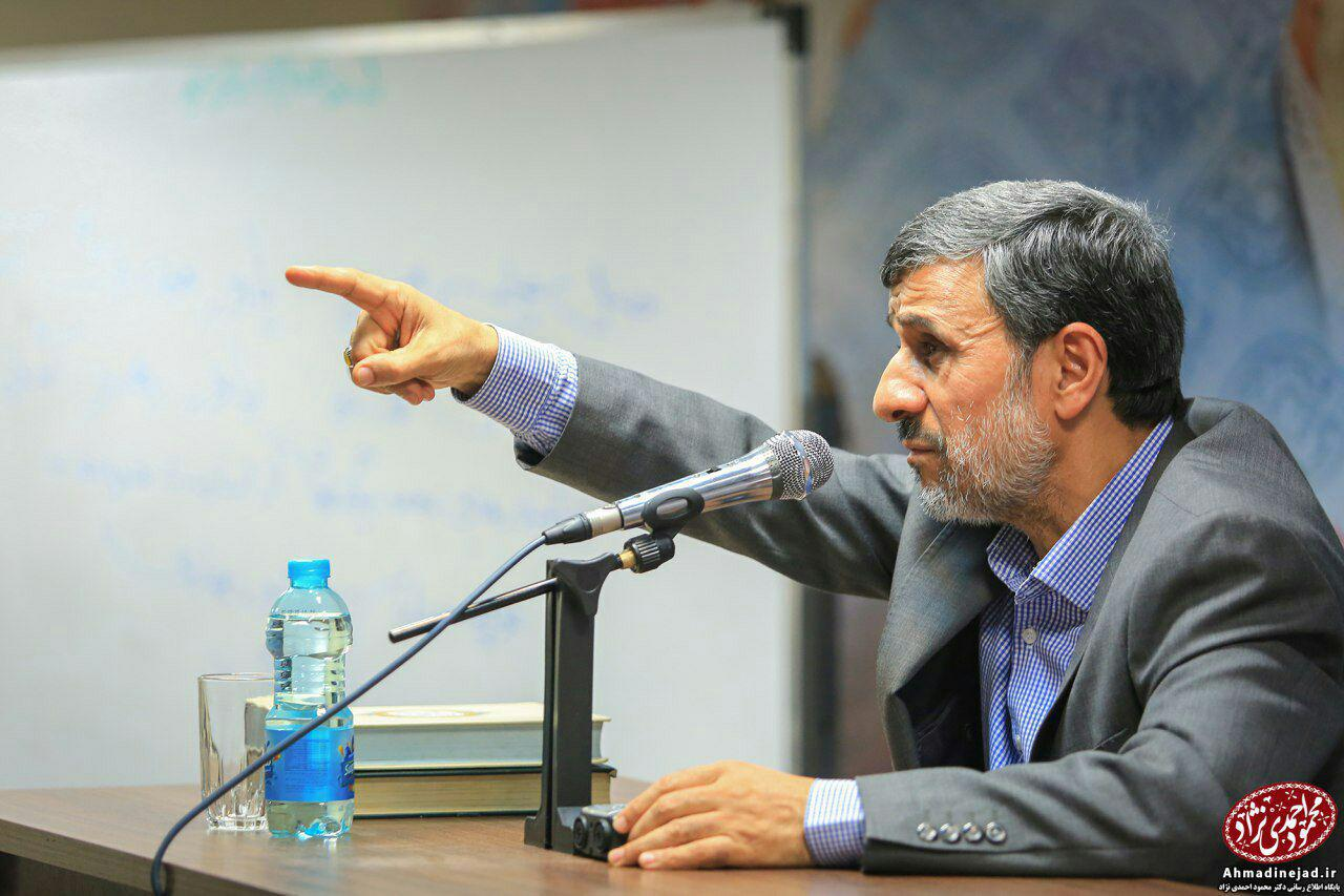 احمدینژاد از چه کسانی دفاع میکند؟