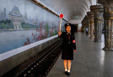 (تصاویر) در متروی ارزانقیمت کرهشمالی چه میگذرد؟