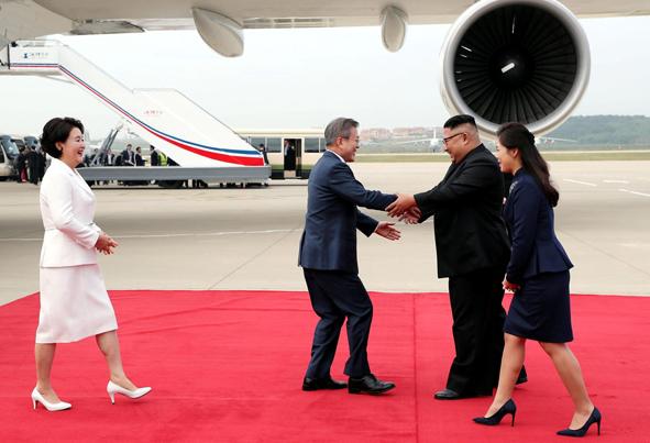 (تصاویر) استقبال گرم رهبر کرهشمالی از رئیس جمهور کرهجنوبی
