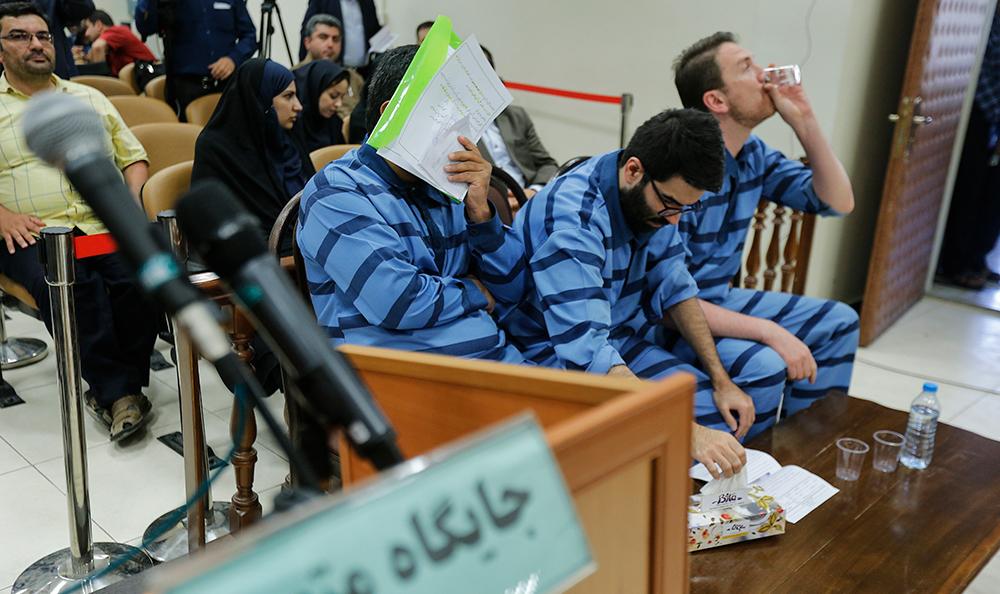 دههشصتیها در دادگاه مفاسد اقتصادی