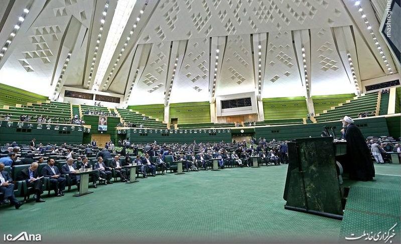 جلوی تریبون مجلس برای روحانی پنکه گذاشته بودند؟