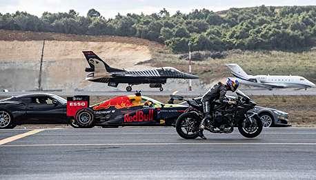 موتورسیکلتی که از جت F16 جلو میزند