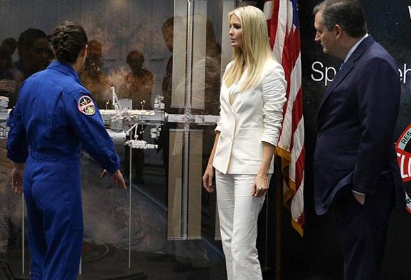 (تصاویر) بازدید ایوانکا ترامپ از پایگاه فضایی