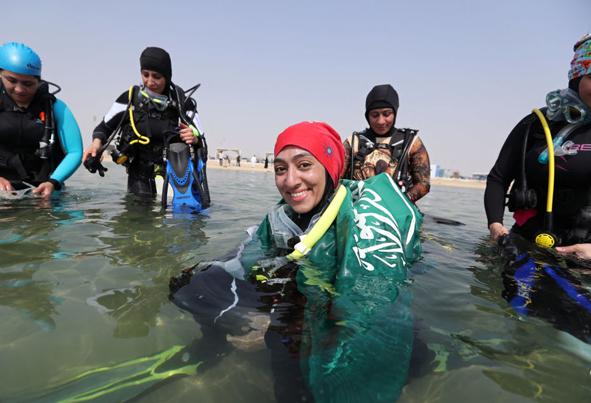 (تصاویر) آزادی جدید زنان عربستانی در ساحل دریا