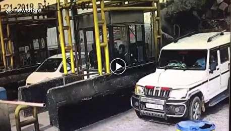 تصادف هولناک کامیون با بار شیشه