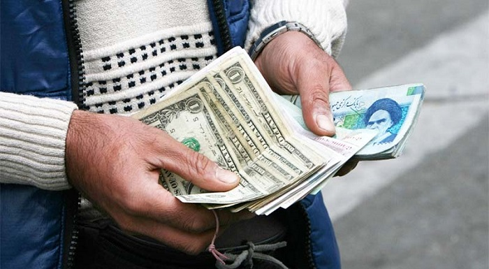چرا قیمت دلار شبانه بالا میرود؟