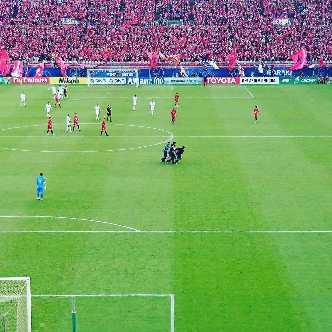 تصویری از جیمی جامپ ایرانی که بازی پرسپولیس را قطع کرد