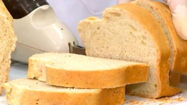 (تصاویر) نانی که از آرد سوسک تهیه میشود