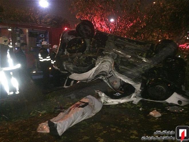 (تصاویر) واژگونی مرگبار پژو ۲۰۶ در بزرگراه اشرفی اصفهانی