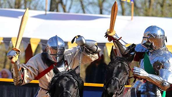 (تصاویر) جشنواره تاریخی شمشیر بازی در کریمه