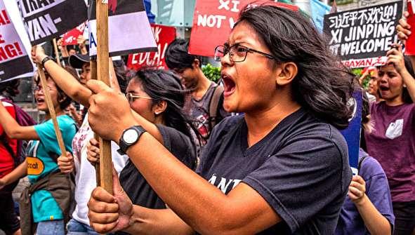 (تصاویر) سفر رئیسجمهور چین به فیلیپین جنجالی شد