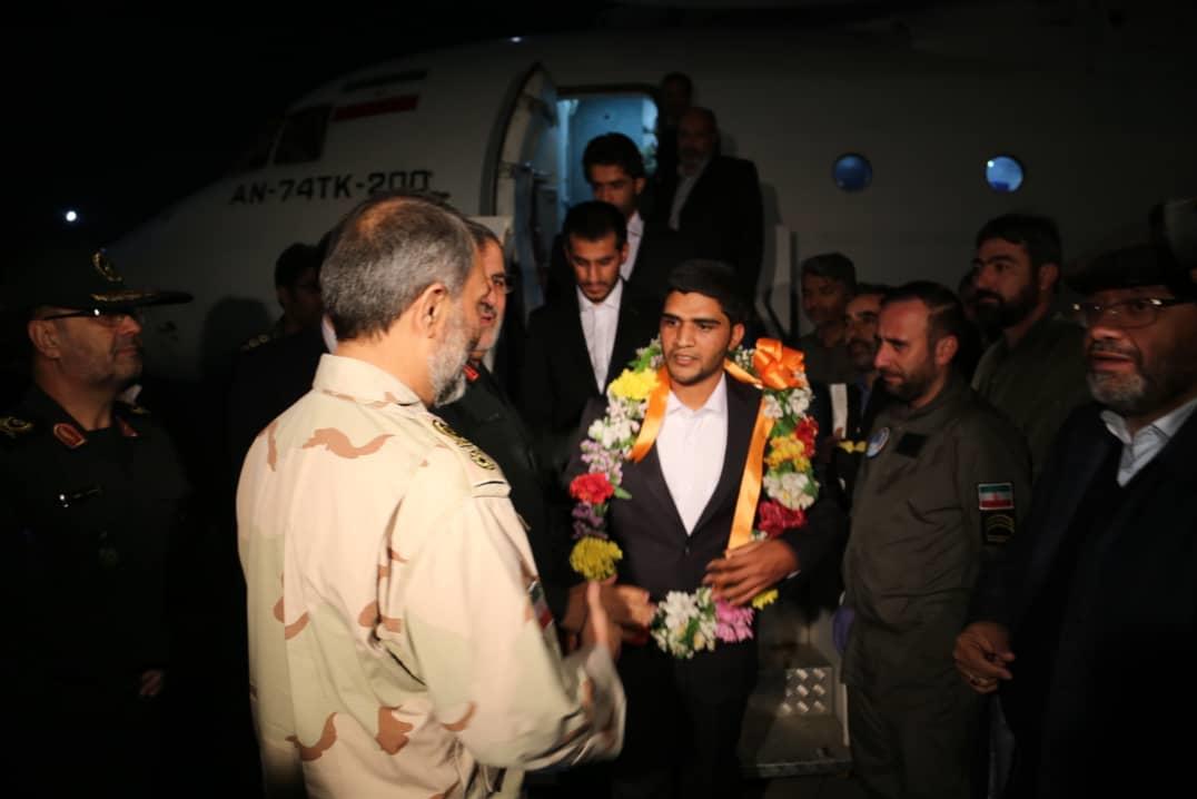 (تصاویر) ۵ تن از مرزبانان آزاد شده میرجاوه به کشور بازگشتند