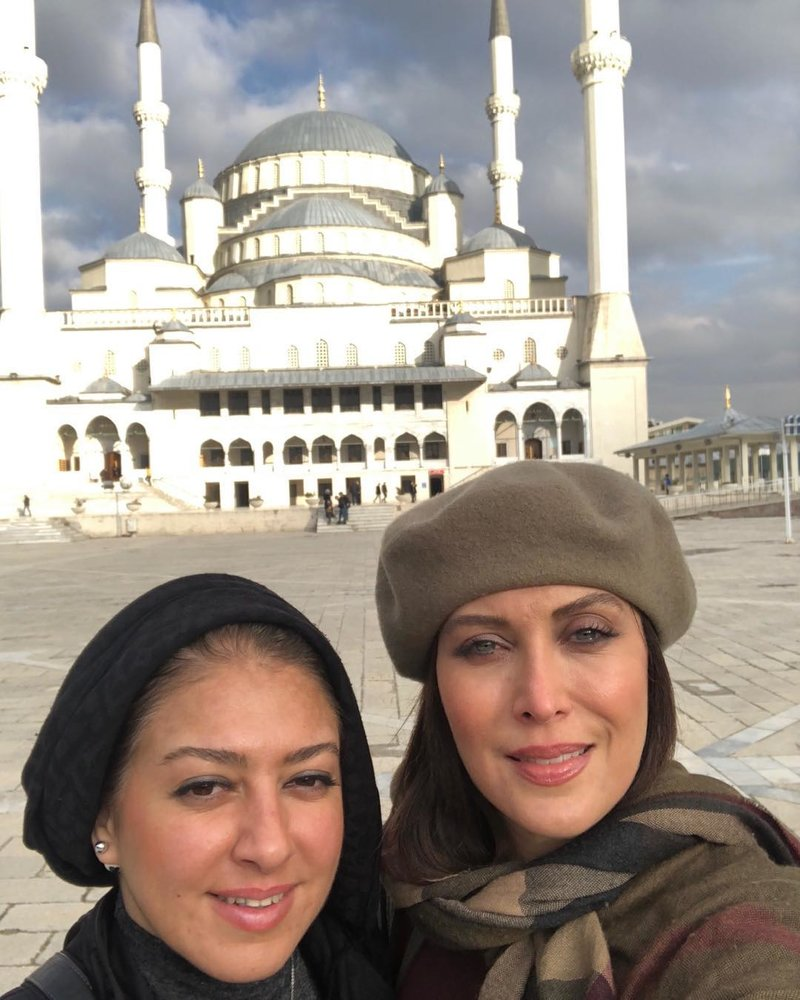 (تصویر) مهتاب کرامتی با پوشش کلاه در ترکیه