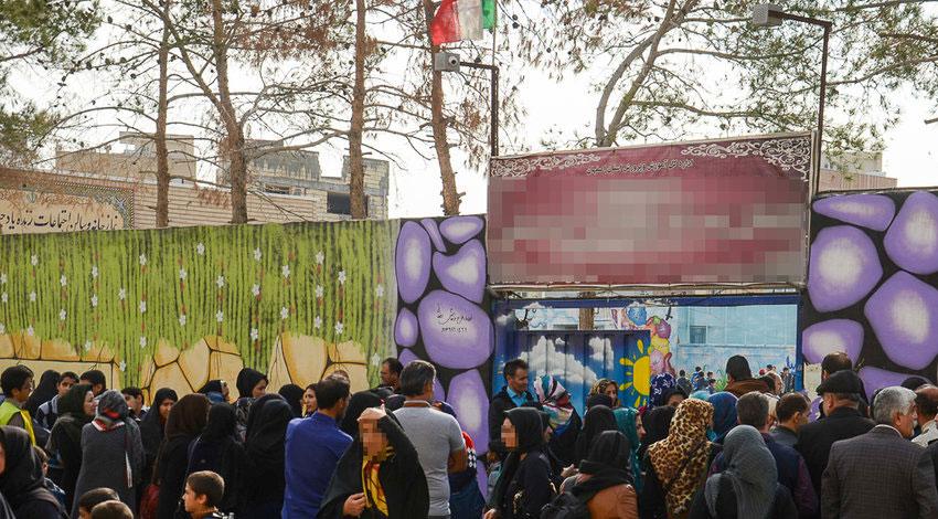 (تصاویر) تجمع خانوادههای دانش آموزان قربانی تعرض جنسی در اصفهان