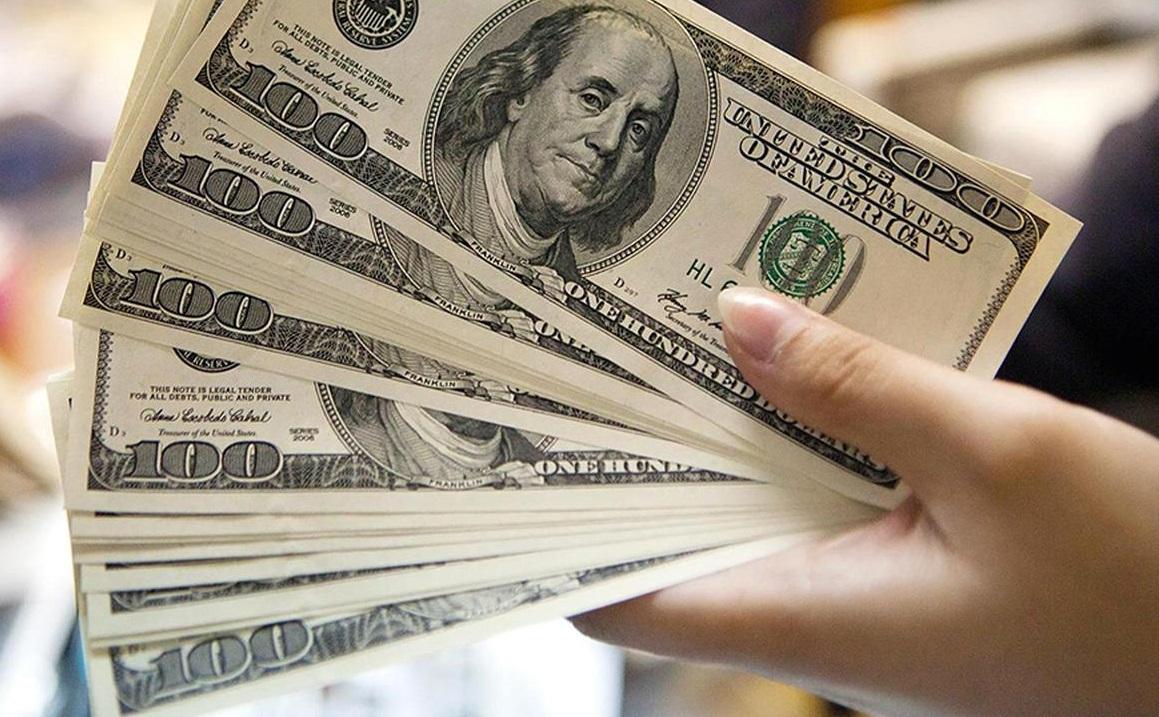 قیمت دلار عقب گرد کرد/ گامبی بازارساز در بازار ارز