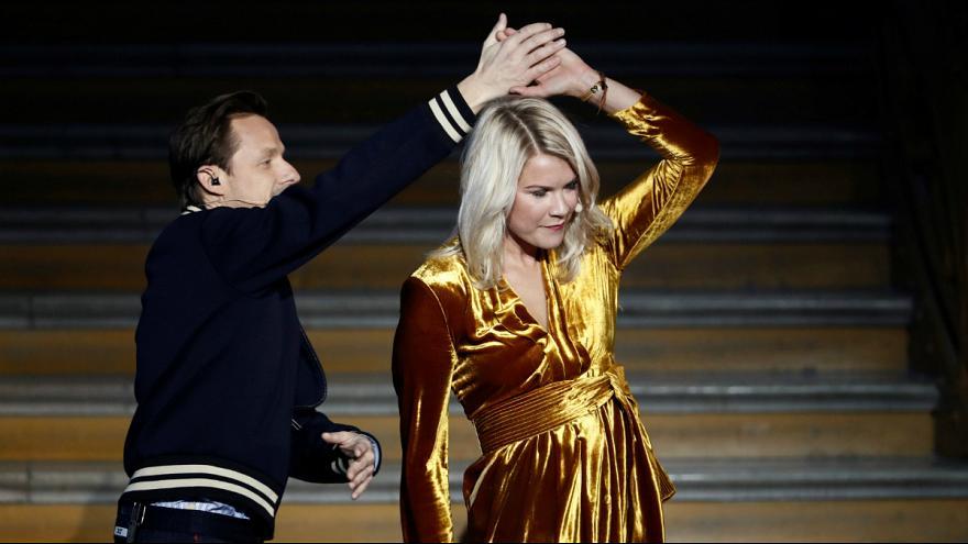 (تصویر) رقص جنجالی بهترین زن فوتبالیست جهان با خواننده فرانسوی