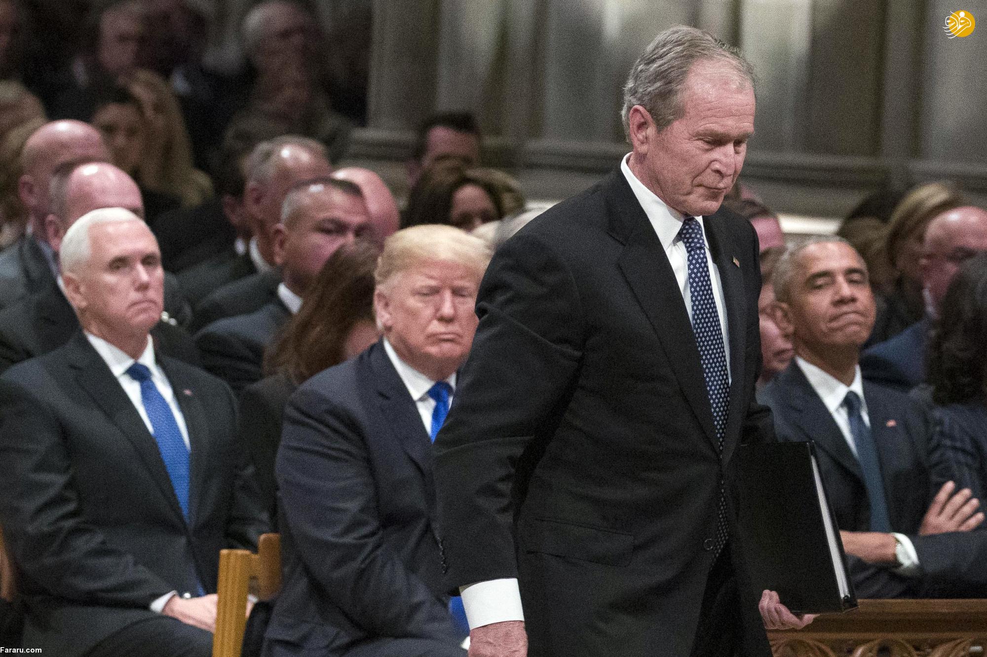 حواشی مراسم یادبود بوش پدر؛ نگاه عجیب هیلاری به ترامپ و بی اعتنایی ملانیا به میشل اوباما