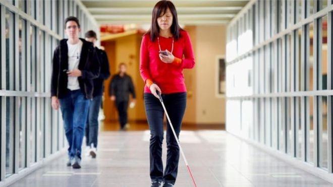 زنی نابینا مبتکر پیشرفتهترین فناوریهای هوش مصنوعی برای نابینایان