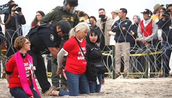 (تصاویر) بازداشت شماری از حامیان مهاجران در کالیفرنیا