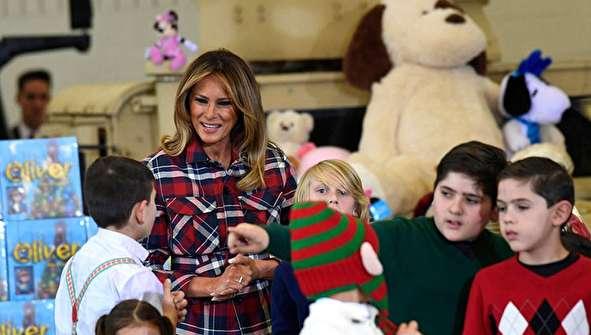(تصاویر) هدیه ملانیا ترامپ به فرزندان سربازان آمریکایی