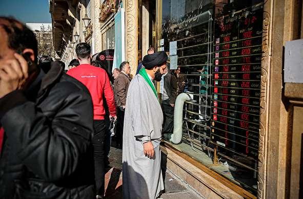 (تصاویر) افزایش حضور فروشندگان ارز خانگی در بازار فردوسی