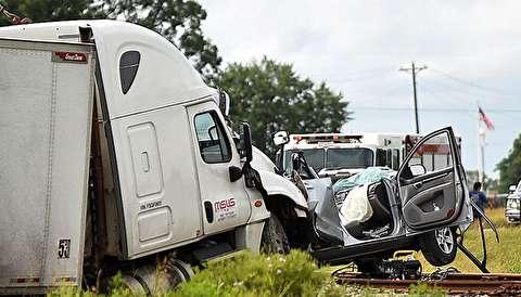 (ویدیو) تصادف هولناک خودروی سواری با تریلی