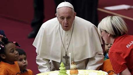 (ویدیو) کیک تولد برای ۸۲ سالگی پاپ فرانسیس