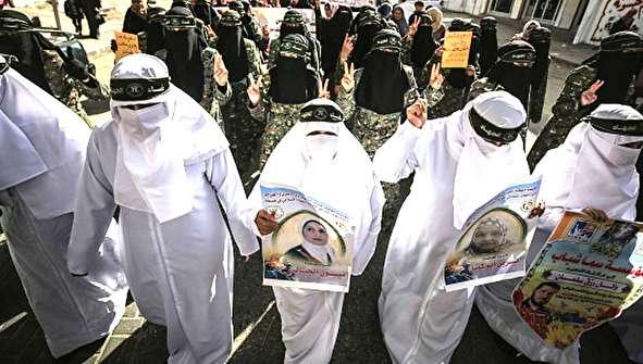 (تصاویر) کفن پوشی زنان فلسطینی در نوار غزه