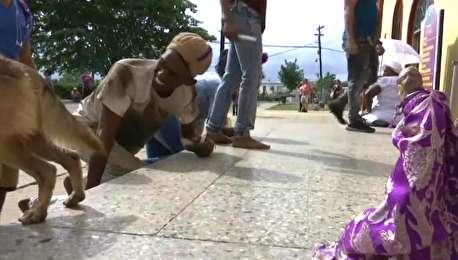 (ویدیو) زائران کوبایی با زانو به زیارتگاه مقدس رفتند!